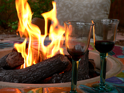 Fireplace_and_wine