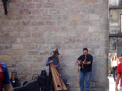 El_born_gothic_church_street_musici