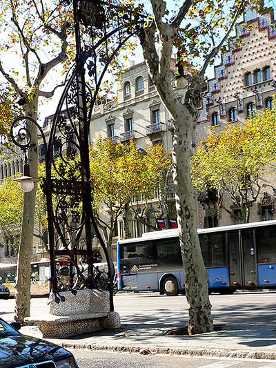 Gaudi_bus_stop